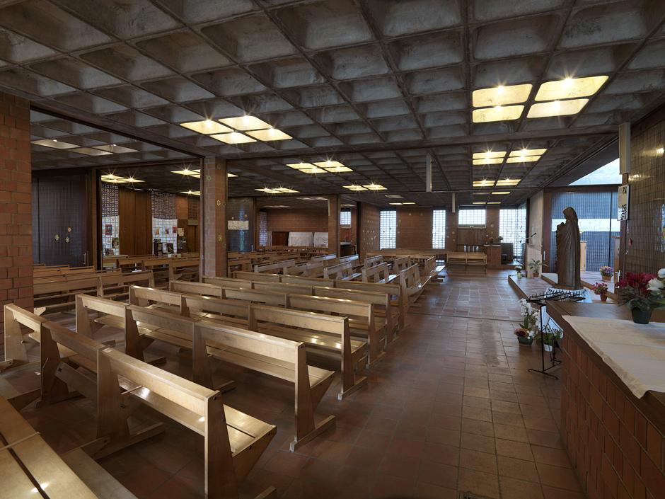 Salle de catéchisme sud ouverte sur la nef