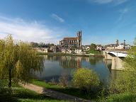 Vue de la ville de Mantes-la-Jolie dominée par la Collégiale